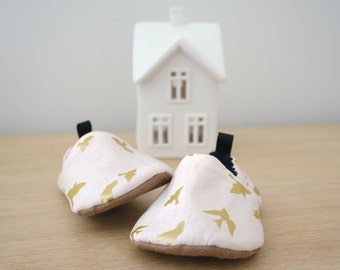 Pink and gold baby girls shoes, soft soled baby girls shoes, merino lined, bird patterned baby shoes, fabric baby booties, baby slippers,