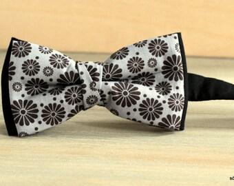 Bow 38. Flores negras/ Black flowers/ Fleurs noires. Handmade bowtie made with high quality printed fabric.