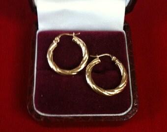 14 K Yellow Gold Beautiful Hoop Earrings. 1.3 gm.
