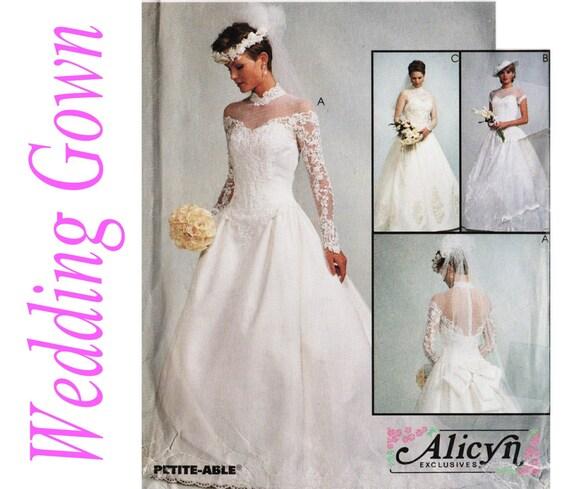 Patron robe patron de robe de mariage mccalls 8047 sz 8 12 for Patron de robe de mariée