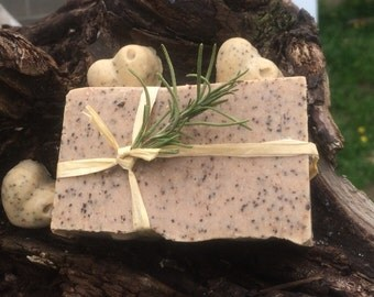 White Chocolate Latte Goats milk Soap, Fresh coffee grounds for added exfoliation benefits!