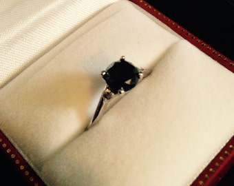 Vintage ring, white gold, with black diamond and two brilliant cut diamonds