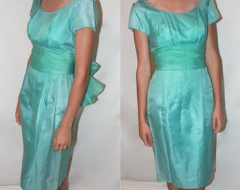 FREE SHIPPING on Vintage Sea Foam Green Dress