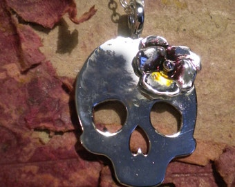 Pendentif Grand Crâne et Fleur de Pensée - Rock - Bronze, Chrome, Argent, Email - Bijou Skull