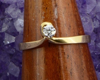 18ct Gold Tied Bow Crest Vintage Ring