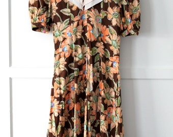 Brown floral dress with large contrast collar - Sz 6