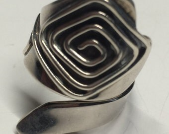 Peruvian Silver Ring With Spiral Nazca Design of Flower