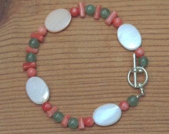 Pink Shell and Green Glass Bead Bracelet