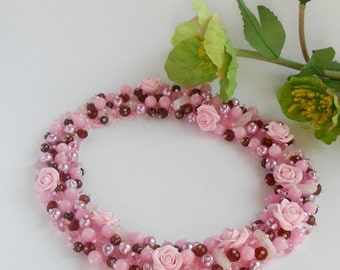 Necklaces with natural quartz and roses .