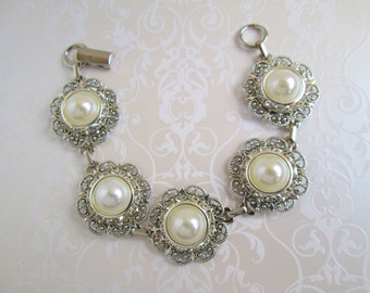 Ivory Pearl Bracelet Wedding Bracelet white pearl bracelet Vintage style wedding jewelry Ivory Pearl Jewelry bridesmaids bracelet, radiant