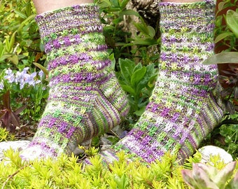 JABBERSOCKY - sock knitting pattern - toe-up and perfect for variegated yarns