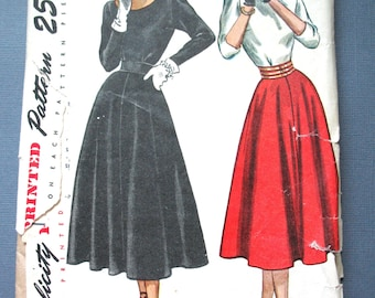 Uncut 1970s Simplicity 2258 Junior  Misses' Two-Piece Dress Flared Skirt Dart Fitted Top Vintage Sewing Pattern  Bust 31 Waist 25.5