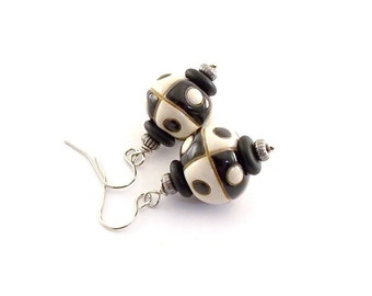 Black and White Earrings - Uptown Girl Earrings - Golem Studio Earrings - Ceramic Earrings - Silver Earrings - Wire Earrings -Small - E014