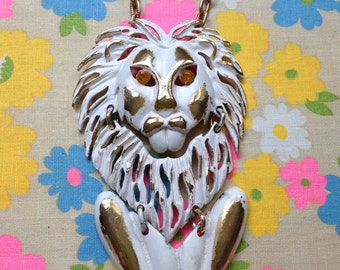 CHUNKY Vintage 60's/70's White Enamel LION Pendant Necklace with Sparkly Topaz RHINESTONE Eyes