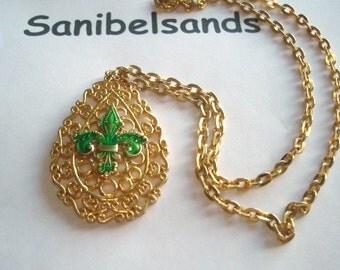 Napier Green Fleur de Lis Vintage Jewelry  Pendant