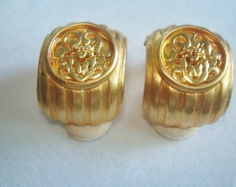 Vintage Jewelry Crown Clip Earrings Gold Tone.