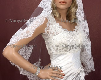 Wedding lace veil in fingertip length Spanish bridal veil, Classic Alencon veil, Lace veil Mantilla in Spanish style for Catholic wedding