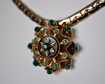 Vintage 40s Emerald Green Pendant Necklace Coro Pegasus