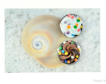 """Cupcake Magnets - 1.5"""" Frosted Cupcake Magnet Set -  Chocolate and Vanilla with Sprinkles - Cupcake Lover - Bakers Gift - Sweet Tooth"""