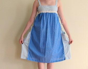 Vintage 1970s Smock Dress in Blue Check / 70s Adjustable Maternity Cotton Print Summer Dress / Large or Versatile