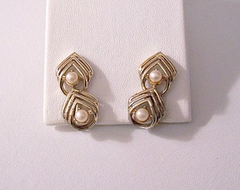 Coro Triangle Pearl Clip On Earrings Gold Tone Vintage Double Round White Bead Open Pyramid Ribs Long Curved Discs