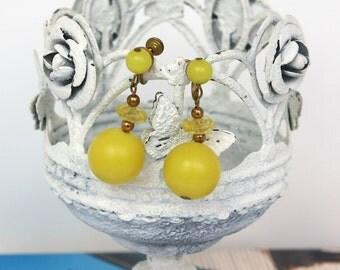Vintage 60s Dangle Earrings Mod Yellow Plastic Bead Drop Earrings Screw Backs