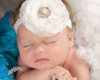 Baby Headbands, White baby girl headband,Christening Headband, Baptism Headband,Newborn Headband,White flower headband, Baby Hair Bows.