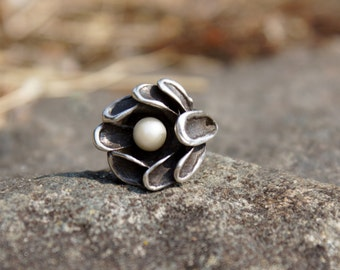 Modernist Silver Pearl Flower Ring Signed