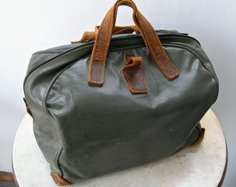 VINTAGE CAMERA BAG Leather-Like Green Vinyl Brown Leather Straps & Corners Waterproof Rubber Lining 3 Sections for Camera + 2 Lenses 1950's