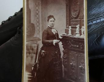 Antique photograph, Cabin Photo, Portrait, Vintage photo - Lovely profile of woman in Victorian / Edwardian dress