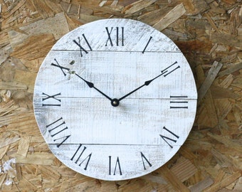 Shabby Chic Pallet Wood Clock. White. Distressed. Round Reclaimed Wood Clock. Beach House style...Coastal Decor.  Customize Your Clock