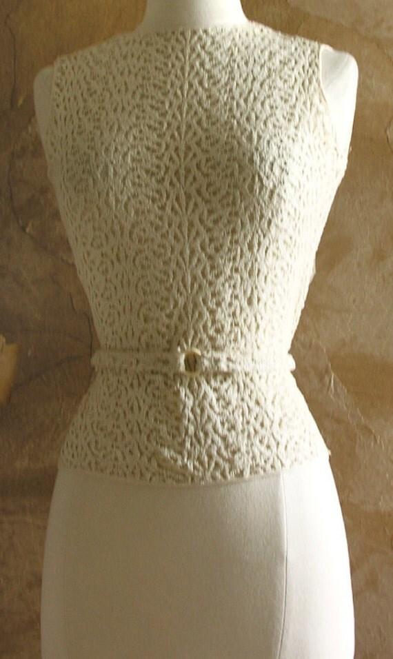 1930s - 40s crochet knit summer blouse with a celluloid belt