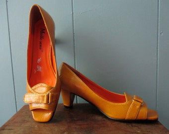 Gorgeous 1960s peep- toe heels  / Mid-Century mustard yellow - gold pumps / Europe size 37 / US Canada Size 6.5