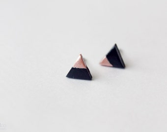 rose dipped triangle studs - black and rose gold / minimalist geometric earrings