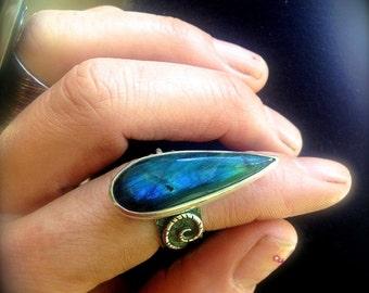 Beyond The Edge Labradorite Boho Ring - Sterling Silver Labradorite Ring - Rustic Labradorite Ring - Statement Ring