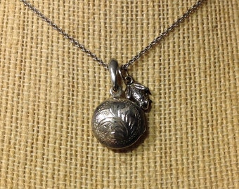 """ROCK BOTTOM SALE Vintage Sterling Silver Floral Etched Locket / Pendant with Frog Charm and Silver Chain - 18"""" - Etsy andersonhs"""