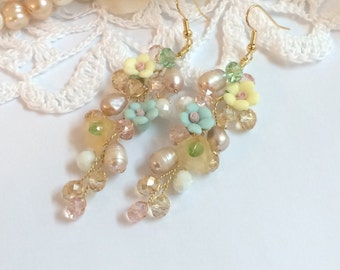 Vintage inspired wedding earings. Bridal earings. Rose pearl earings. Wedding earrings. Dangle Earings. Wedding jewelry. Flower earings