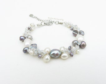 White gray freshwater pearl bracelet with glass beads on silver colored silk thread