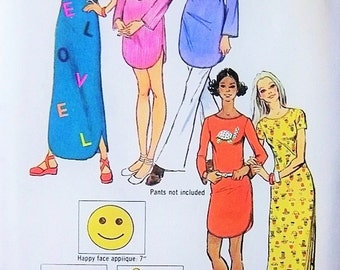 Cute RETRO 70s Mini or Maxi Dress Pattern Love Happy Face Turtle Applique Transfers Easy To Sew Simplicity 9917 Vintage Sewing Pattern UNCUT