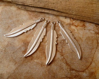 4x Feather Charms, Antique Silver Pendants C68