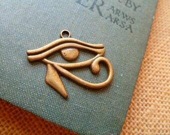 1x Egyptian Eye Brass Pendant, Vintage Pendant Necklace Charm C72