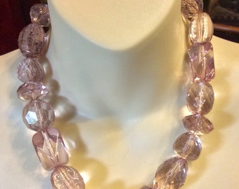 Vintage banana republic large pink spackled acrylic beads necklace .