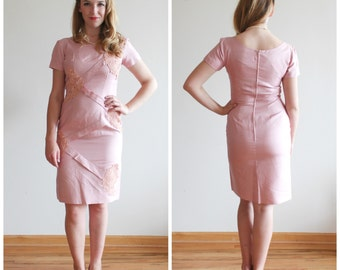 ON SALE * Coming up Roses Dress * 1960s wiggle dress * Size 8