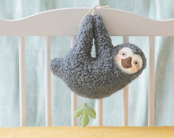 Spieluhr, spieluhr baby, sloth, Faultier, Baby music box, softie, Baby shower, Baby must haves, PetitiPanda, Baby gift, Baby toys handmade