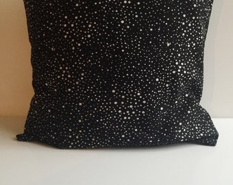 Black and White Spotted Pillow Cover
