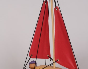 Red wooden boat, bath toy by Atelier Cheval de bois