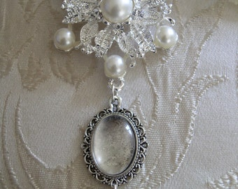 Vintage Inspired Ivory and Crystal Photo Frame Bouquet Charm/Wedding/Bridal/Bouquet