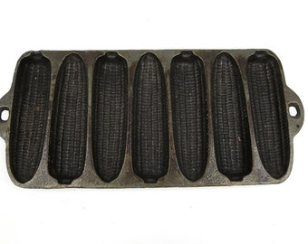 Vintage Cast Iron Corn Pan Mold Bread Seven Corns Slots Bake Baking Home Decor Antique Old Farm Farmhouse Rustic Loaf Muffin