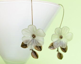 Magnolia Flower Earrings Floral Earrings Dangle Earrings White Magnolia Flowers Wedding Flowers Jewelry Vintage Style Jewelry Gifts for Her