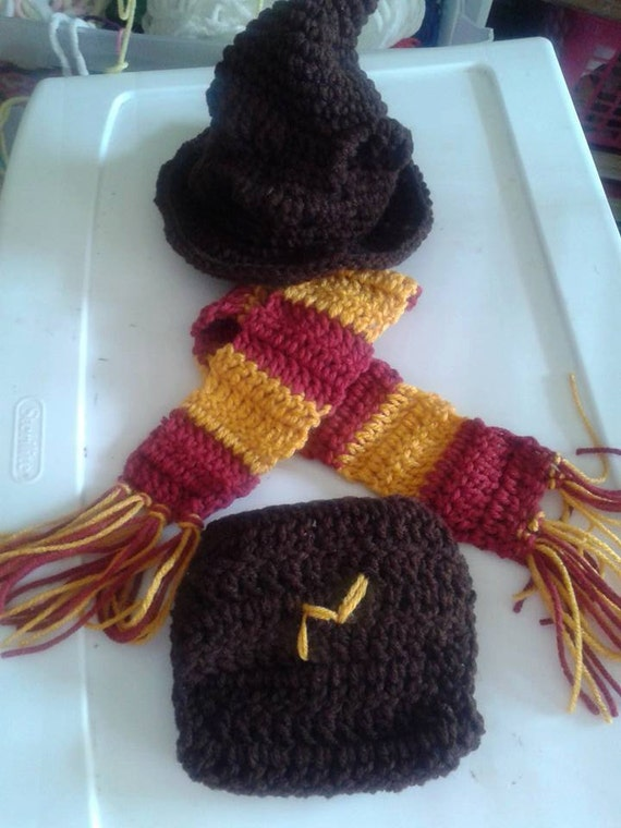 Crochet Harry Potter baby set inspired by. Harry potter baby.